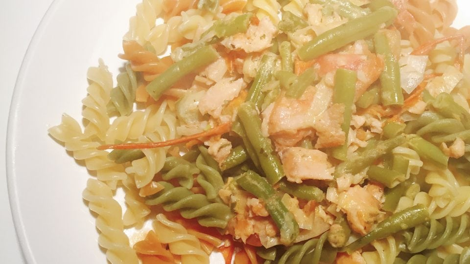 Fusilli Tricolore met Zalmsnippers | Fast & Healthy