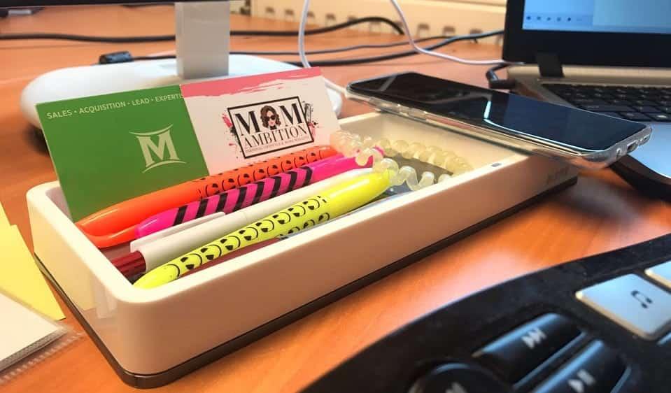 Smartphone draadloos opladen met de WOW Desk Organizer