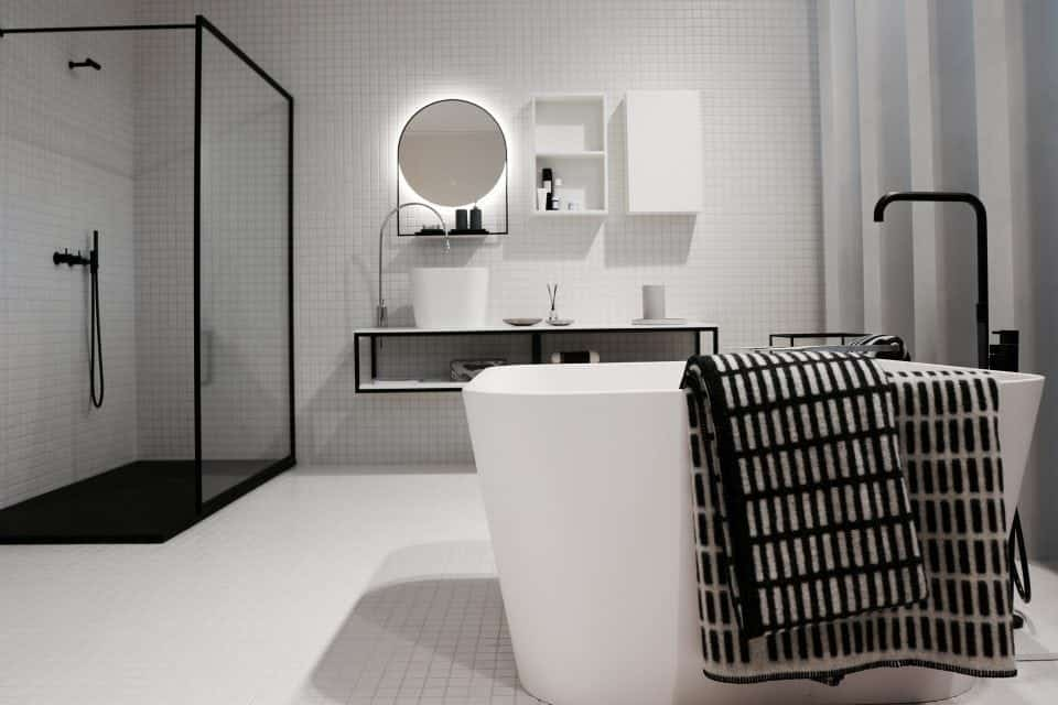 4 manieren om een glazen douchewand te poetsen