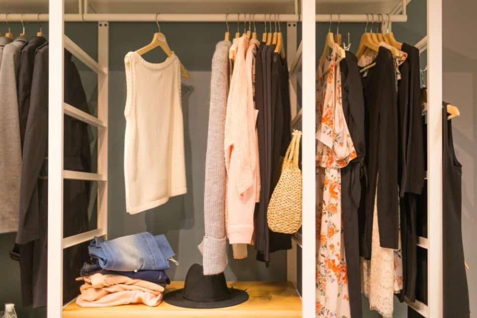 In 5 stappen je kledingkast organiseren