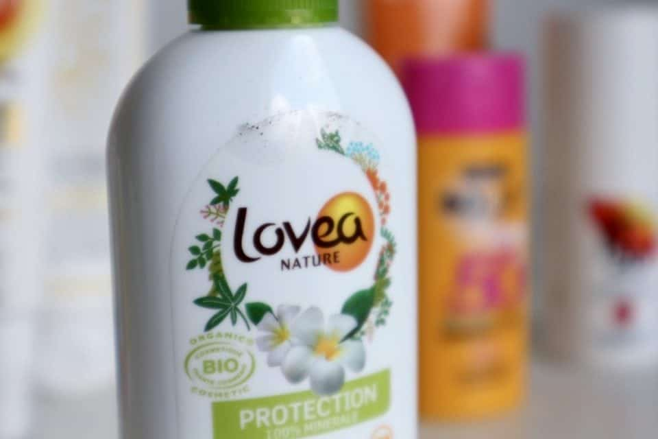 Draag je zonnebrandcrème onder of over je dagcrème? lovea spf15 review momambition.nl