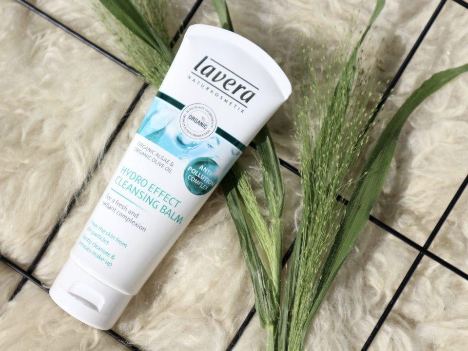 Lavera hydro cleansing bal review Momambition.nl Tropenrooster voor je huid | Mijn huidverzorgingsroutine in de zomer