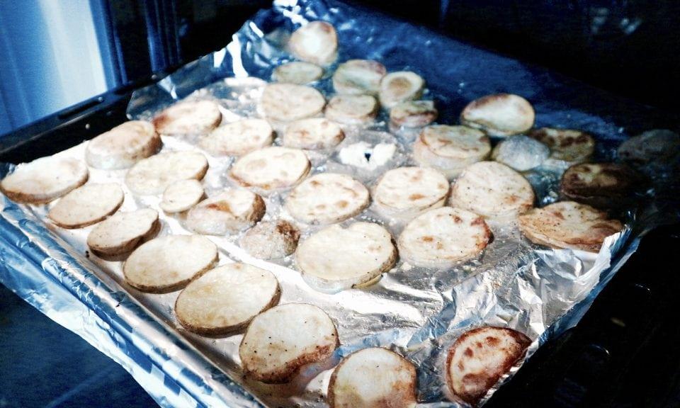RECEPT | Schelvis met spek en sperziebonen hellofresh momambition.nl zelfgemaakte aardappelschijfjes uit de oven