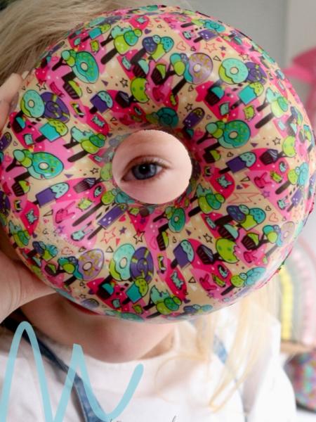 Review | Soft 'N Slo Squishies Ultra Designerz Donut en Walvis